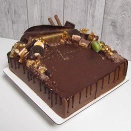 """Торт з оформленням """"Drip Cake"""" шоколадний"""