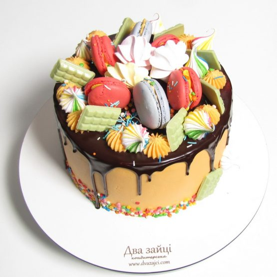 торт Drip Cake