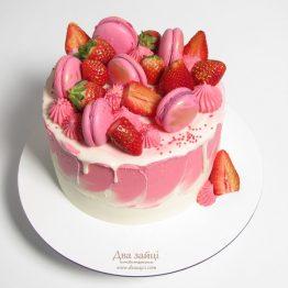 торт з полуницею