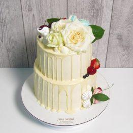 Торт 5 кг з квітами та прикрасами