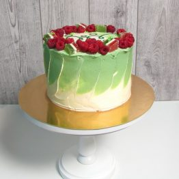 Торт з ягодами та лого