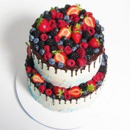 весільний торт з ягодами